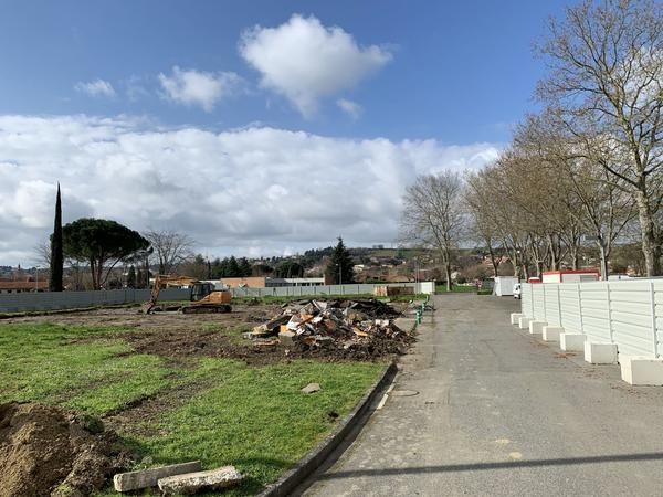 24 mars : Destruction terrains tennis